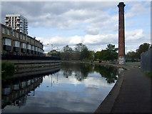 TQ3681 : Regent's Canal  approaching Mile End park by ceridwen