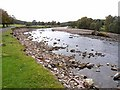 NY6760 : Gravel banks in the South Tyne by Oliver Dixon