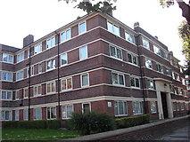 TQ3479 : Kirby Estate, Southwark Park Road, Rotherhithe, London, SE16 by Chris Lordan