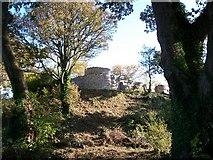 SH6179 : The south-western corner of Castell Aberlleiniog from below by Eric Jones