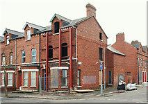 J3472 : Shored-up house, Belfast by Albert Bridge