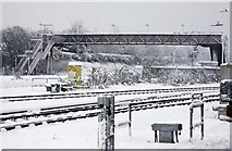 SU5290 : Footbridge to Didcot Station car park by Steve Daniels