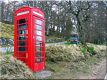 NO2694 : Telephone box at Crathie by Alan Findlay