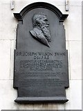 NZ2564 : Commemorative plaque to Sir Joseph Swan by Andrew Curtis