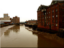 TA1029 : The River Hull from North Bridge by Andy Beecroft