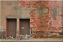 NS5564 : Wall on Fairley Street, Govan by Steven Brown