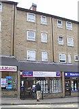 SE2627 : local properties - Queen Street by Betty Longbottom