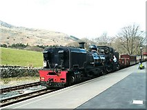 SH5848 : Steam train arrives at Beddgelert station by Raymond Knapman