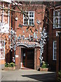 SP2972 : Metal sculpture, St Nicholas School, Kenilworth by John Brightley