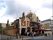 TQ2772 : The King's Head, a pub on Upper Tooting Road by tristan forward