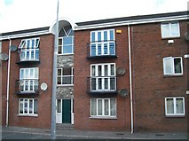 J0407 : Apartment block in The Laurels by Eric Jones