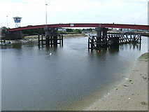 TQ0202 : River Arun and retracting bridge, Littlehampton by Malc McDonald