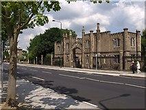 TQ1875 : Gatehouse, Hickey's Almshouses by Derek Harper