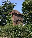 SU8518 : Building at Linch Farm on Bugshill Lane by Shazz