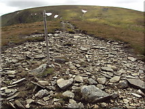 NN6479 : Stony track along the top of  a wide ridge to A' Bhuidheanach by Cary O'Donnell