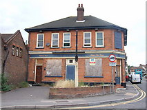 TQ7369 : The Red Lion, Strood by Chris Whippet