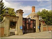 SP0583 : Birmingham University gates by Andrew Abbott