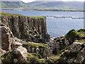 NM4438 : Basalt columns, Ulva by Graham Hogg