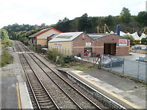 ST5393 : Lineside premises, Chepstow by Jaggery