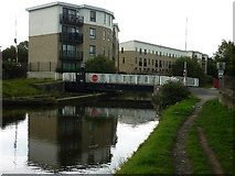 SE1537 : Walking along the Leeds to Liverpool Canal #141 by Ian S
