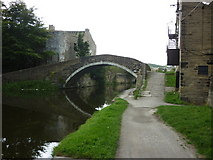 SE1537 : Walking along the Leeds to Liverpool Canal #143 by Ian S