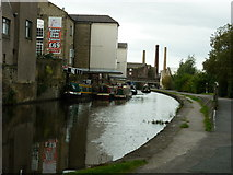SE1437 : Walking along the Leeds to Liverpool Canal #147 by Ian S
