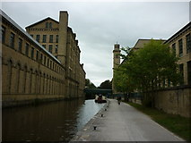 SE1438 : Walking along the Leeds to Liverpool Canal #157 by Ian S