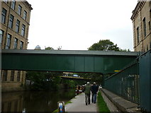 SE1438 : Walking along the Leeds to Liverpool Canal #159 by Ian S