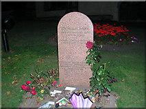 NT2573 : Greyfriars Bobby's Grave by Tony Emptage