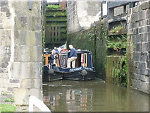 SE1039 : Walking along the Leeds to Liverpool Canal #200 by Ian S
