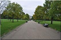 TQ2579 : London : Kensington Gardens - Park Footpath by Lewis Clarke