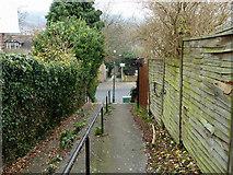TQ3060 : Croydon footpath 104 by Robin Webster