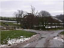 SU8415 : Junction of lanes at Staple Ash Farm by Shazz