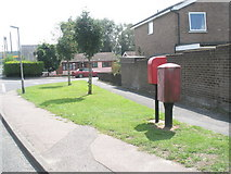 TM2850 : River View Postbox in Dock Lane by Basher Eyre