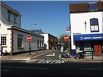 SP2871 : The junction of Station Road and Warwick Road, Kenilworth by John Brightley