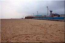 TG5307 : Great Yarmouth beach by Steve Daniels