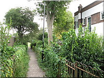 TQ3870 : Footpath at the north end of Ravensmead Road, BR2 by Mike Quinn