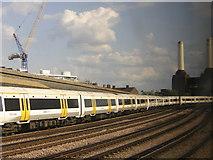 TQ2878 : Leaving Victoria: the climb to Grosvenor Bridge by Christopher Hilton
