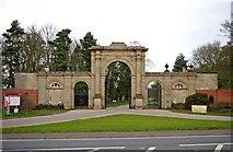 SJ5409 : Attingham Park entrance gateway, Atcham by P L Chadwick