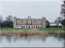 TQ1776 : Flooding at Syon Park - and what's happened to the Lion ? by Stefan Czapski