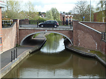 SO8554 : Worcester & Birmingham Canal - bridge No. 5 by Chris Allen