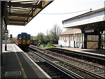TQ2673 : Earlsfield station: down slow line by Stephen Craven
