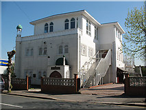 TQ2572 : Southfields Mosque, Ryfold Road by Stephen Craven