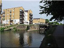TQ3681 : Regent's Canal: Johnson's Lock by Gareth James