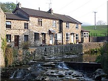 SD8789 : Cottages beside Gayle Beck in Hawes by David Martin