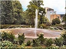 SU4212 : Fountain in East Park by Paul Gillett