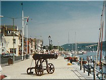SX8751 : Cannon on the South Embankment at Dartmouth Harbour by peter robinson