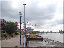 TQ2575 : Cranes at Wandsworth refuse transfer station by Rod Allday
