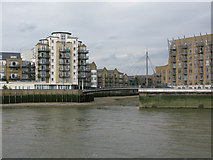 TQ3680 : Footbridge over the entrance to Limehouse Creek by Nick Smith