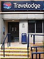 NY4055 : Royal cypher at Travelodge Hotel by Rose and Trev Clough